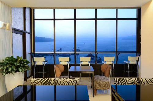 pier 1 sofa quality all modern sofas baci living room hu yue lakeview hotel yuchi bedroomvillas com furniture