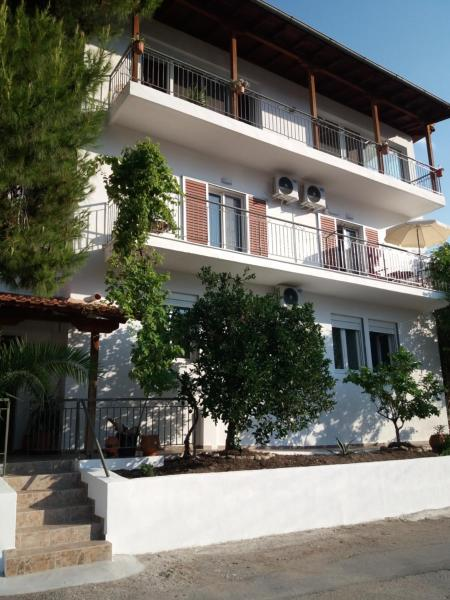 Holiday Houses In Neos Marmaras