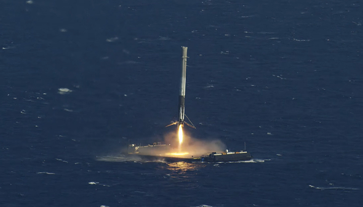 spacex successfully lands rocket on a floating drone ship q8 all in one the blog