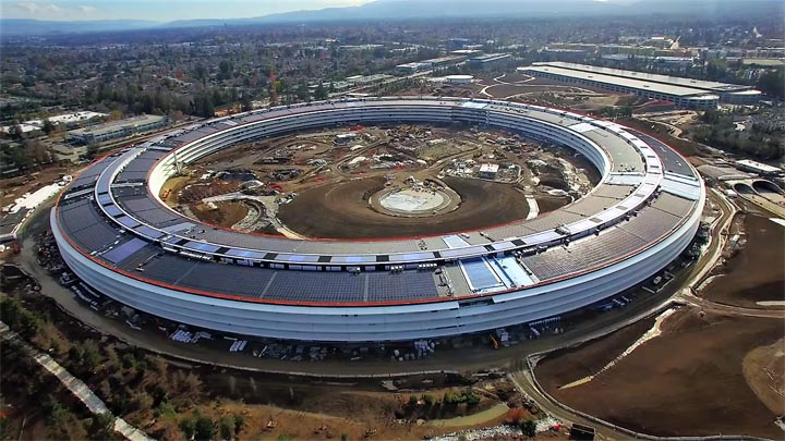 Matthew roberts has posted an update of overhead drone footage showing the amazing progress of the new apple campus 2 corporate headquarters under