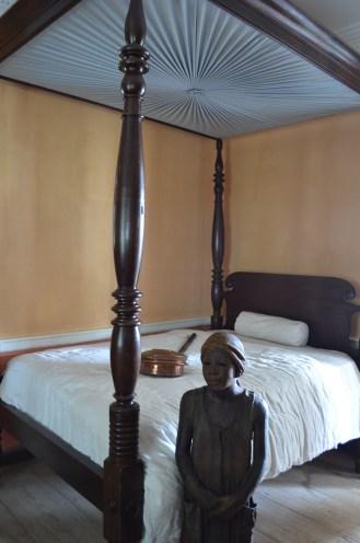 Un Enfant de Whitney, domestique dans la demeure principale