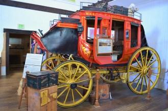 Calèche aux couleurs de Wells Fargo, une des premières compagnies bancaires et société de transport terrestre en Californie (créée en 1852)