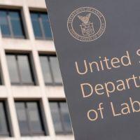 Q INFOS - L'administration Trump envoie un avertissement rare à deux principaux syndicats.