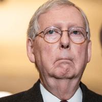Q SCOOP - Les mauvaises nouvelles viennent du sénateur Mitch McConnell.