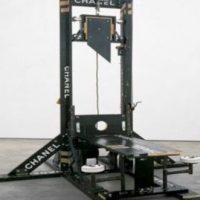 Q SCOOP - Obama avait commandé des guillotines électronique contre les patriotes par Laurent Glauzy.