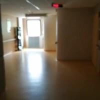 Une aide-soignante filme l'étage Covid de son hôpital entièrement vide. Les politiciens et les médias du système vous manipulent !!!