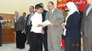 تكريم الطالب مصطفى عبد الرحمن حجاج من محافظ القليوبية