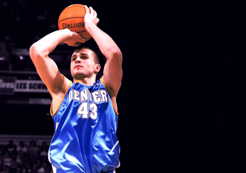 NBA player Linas Klieza shoots.