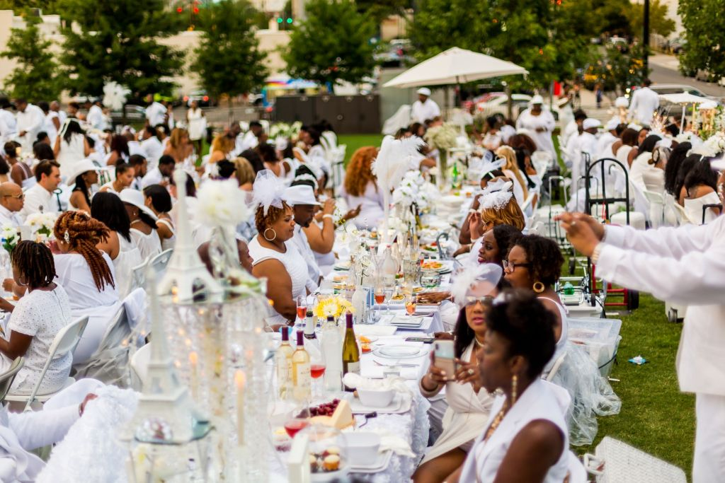 Diner-en-Blanc-2018-Charlotte-photo-Jeff-Mark