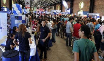 Thousands seeking work attend job fairs