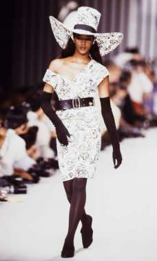 NAOMI CAMPBELL Our hats are off to Miss Campbell, now 47, as the fashion icon makes a serious style statement at the Karl Lagerfeld Ready to Wear Spring/Summer 1989 fashion show. © Victor VIRGILE/Gamma-Rapho/Getty