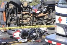 people killed in a traffic accident, at kilometer 27. A motorcyclist and the driver of a Land Rover Discovery died this afternoon, after 1 p.m. m .. The accident occurred in the lane of San José-Caldera. Photo: Rafael Pacheco