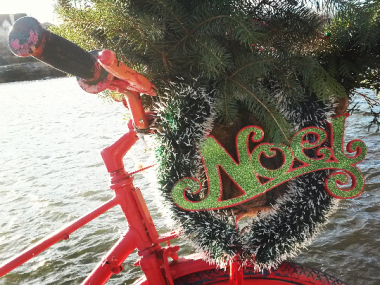 The Port Credit area in Mississauga is festively decorated by volunteers. (Photo: Kelly Roche/QEW South Post)