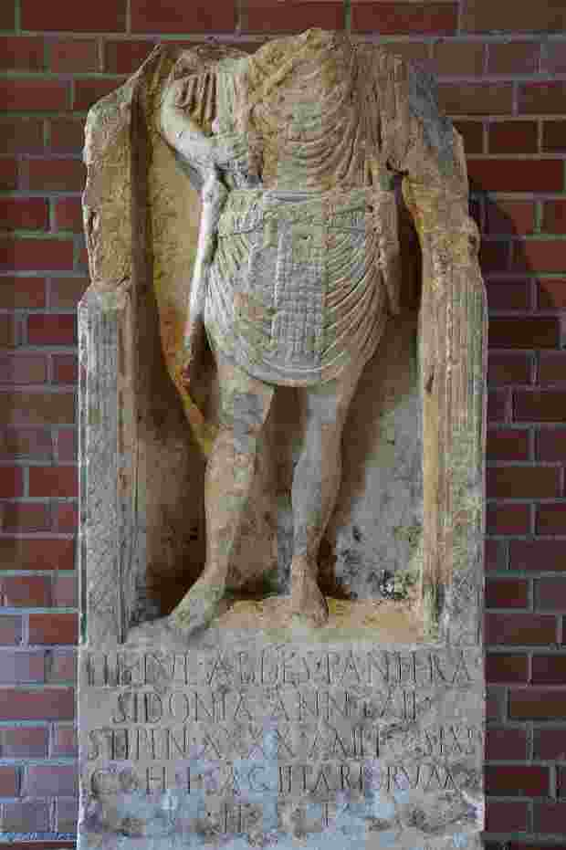 La tomba di Tiberius Iulius Abdes Pantera ritrovata in Germania