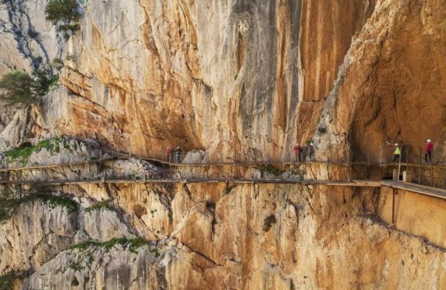 """长7000米!西班牙""""世界最惊险栈道""""将重新开放"""