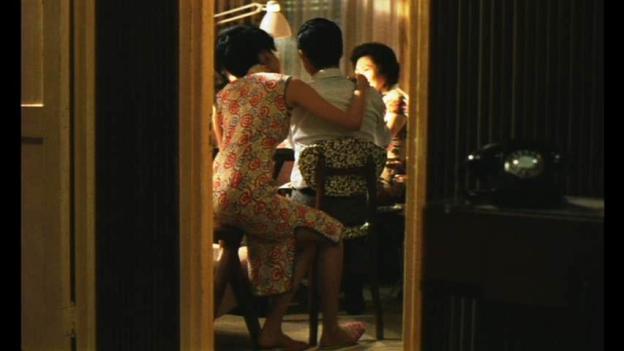 ナルト柄の旗袍。ウォン・カーウァイ『花様年華』©2000 by Block 2 Pictures Inc.