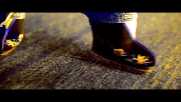 八卦掌で葉問に戦いを挑む女性のズボンと靴。 王家衛『グランド・マスター』(一代宗師) ©2013 Block 2 Pictures Inc. All Right Reserved.
