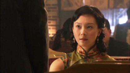 chen-shu-in-qipao-at-shanghai-bund (17)