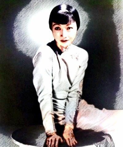 旗袍を着たハリウッド女優アンナ・メイ・ウォン(色鉛筆版)