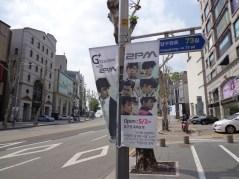 Jalan sepanjang Apgujong penuh dengan banner 2PM