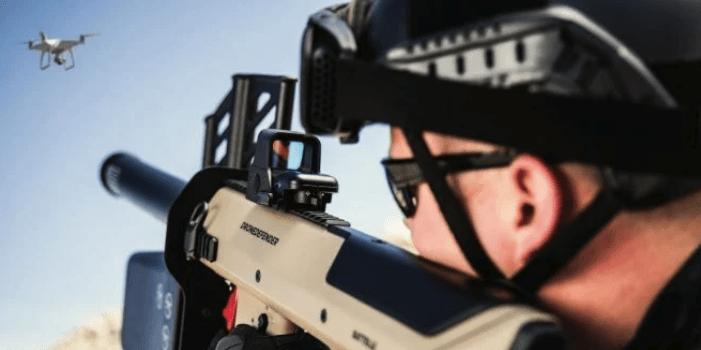 一个疯疯癫癫,一个瞌睡连天,美国大选拜登和特朗普谁会赢?