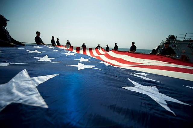 越来越像美军了:中国海军开始蒙面作战,我们也有了防闪爆头罩