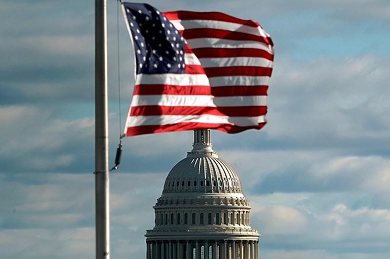 海峡方向,美军打响第一枪!多艘战舰包围美舰,美舰吓得急刹车