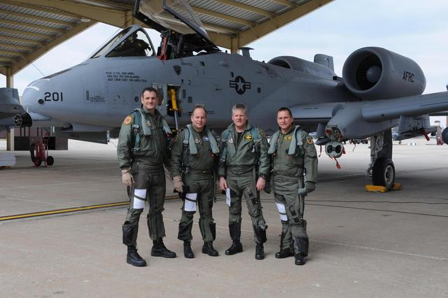 """""""麦凯恩""""号穿航台湾海峡,美国挑事的剧本将如何发展?"""