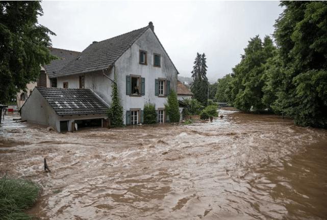 奉劝中国投降?中美较量进入新阶段,美国软硬兼施给中国下套