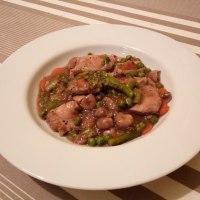 Lomo de cerdo guisado con verduras.