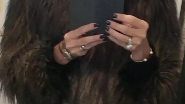 Kan man være elegant med blå negle?