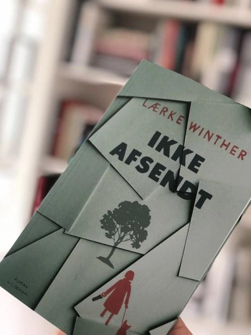 Ikke Afsendt af Lærke Winther er en lille perle af en roman. Sjov og kærlig på samme tid.