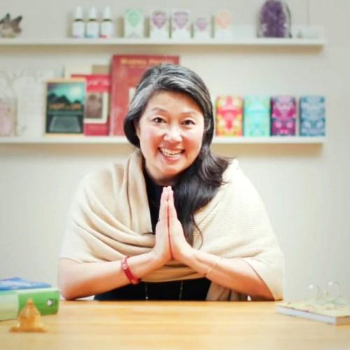 Brit Kim, der har Daya Ayurveda, har igennem de sidste 25 år uddannet sig ved The Ayurvedic Institute, ved Pukka Life Academy og er medlem af APA, Ayurvedic Professionals Association UK.