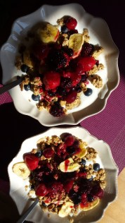Yogurt muesli with fruit sauce