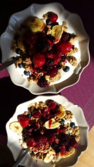 Yogurt muesli with fruit sauce