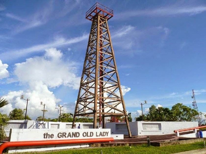 4900910-Grand_Old_Lady_the_first_oil_well_Miri.jpg