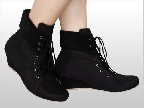 Tampil Trendy Dengan Model Sepatu Boots Wanita 82c6c6fc41