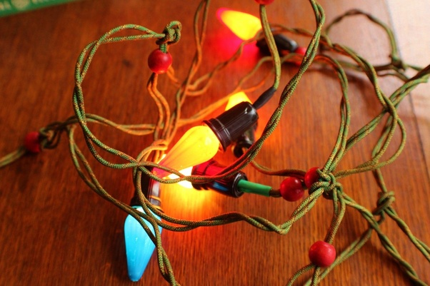 led christmas light string wiring diagram kenwood kdc mp342u what are the uses of series circuits quora modern incandescent mini strings usually have 50 bulbs in at 2 5v each bulb has a shunt that shorts it out when filament burns