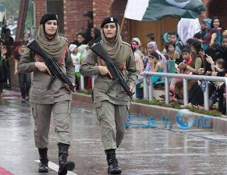 Caged Girl Wallpaper Can Ladies Join The Pakistan Army Quora