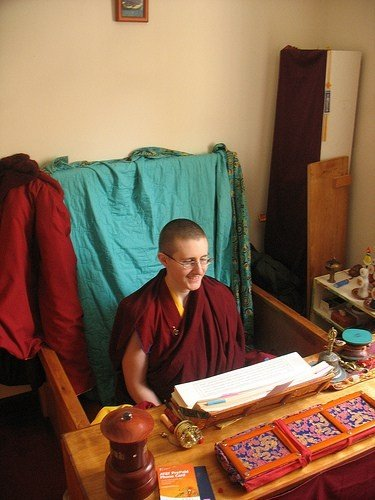 Is it true that some Buddhist monks can die while sitting