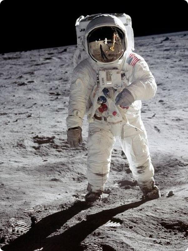 Combien D Astronautes Ont Marché Sur La Lune : combien, astronautes, marché, Combien, Pèse, Combinaison, D'astronaute, Quora