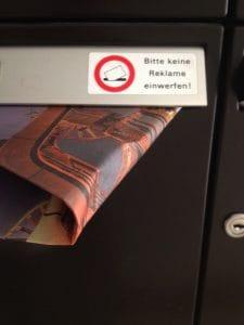 BLOED BILD in jedem Briefkasten Sondermuell fuer die Papier-Tonne zum tag der EInheit