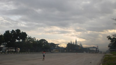The vastness of Commonwealth Ave. diminutizes runners