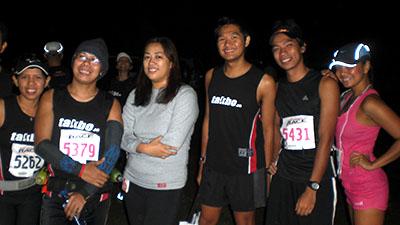 With my takbo.ph family: Carina, Mar, Chelly, Jinoe, Me, and Vicky