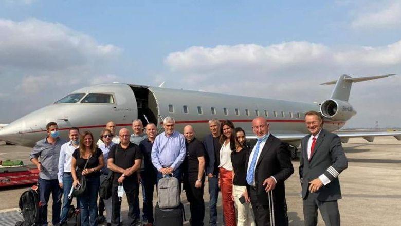 صورة وفد رجال أعمال يتوجه من إسرائيل إلى الإمارات بينهم رجل أعمال عربي