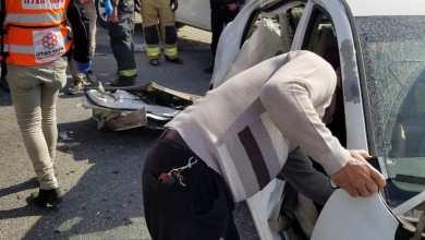 صورة مفترق عناتا القدس تخليص عالقات جراء حادث طرق بين سياره تجاريه وخصوصيه