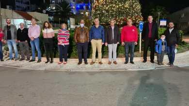 صورة إضاءة شجرة الميلاد في مدينة عكا للسنة السابعة على التوالي