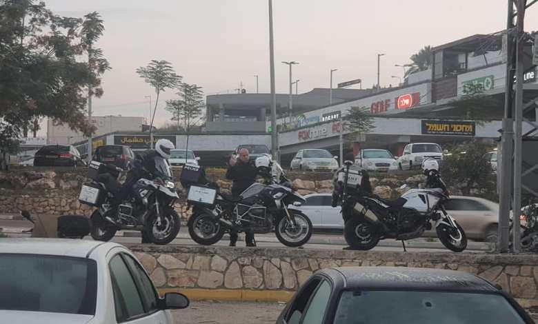صورة شرطة السير تنتشر لتحرير مخالفات….ام الفحم و باقه