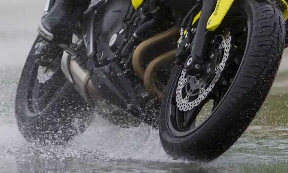 Tips al conducir motocicleta con lluvia