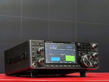 Introduction to the IC-7610 SDR HF Transceiver [ Video ]